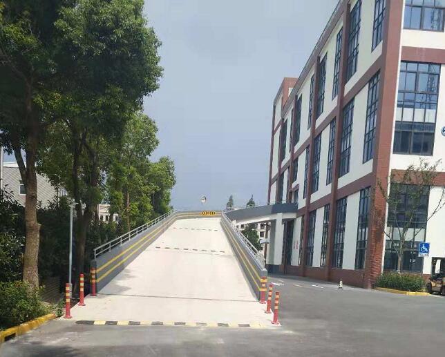 G2229 松江洞泾镇茂盛路 1.5万平专业多层物流仓库出租 500平起租  车子可以直接开到顶层 多部大型货梯