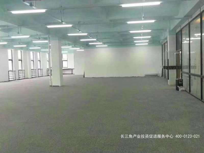 G2396 松江申港路近闵行厂房仓库办公楼出租 160平起租