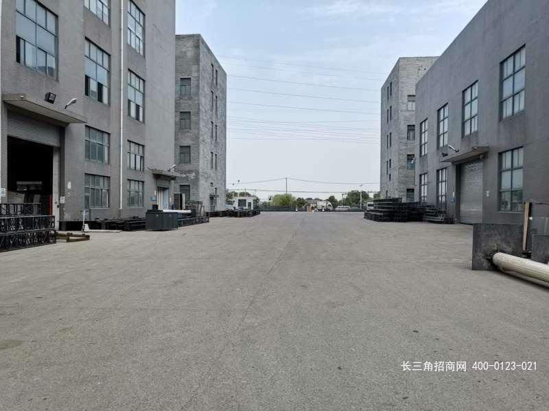 G2470松江新桥卖新公路836号104地块 可办环评 1560平方米一楼带行车厂房出租 可家具钣金喷漆瓷砖生产水性涂料研发等