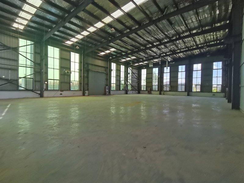 上海青浦工业园区一楼钢结构单层厂房出租 胜利路新金路一楼高度8.5米 面积800平 单价1.3元 院子500平左右 通上下水 9.6米车进出方便 可装行车